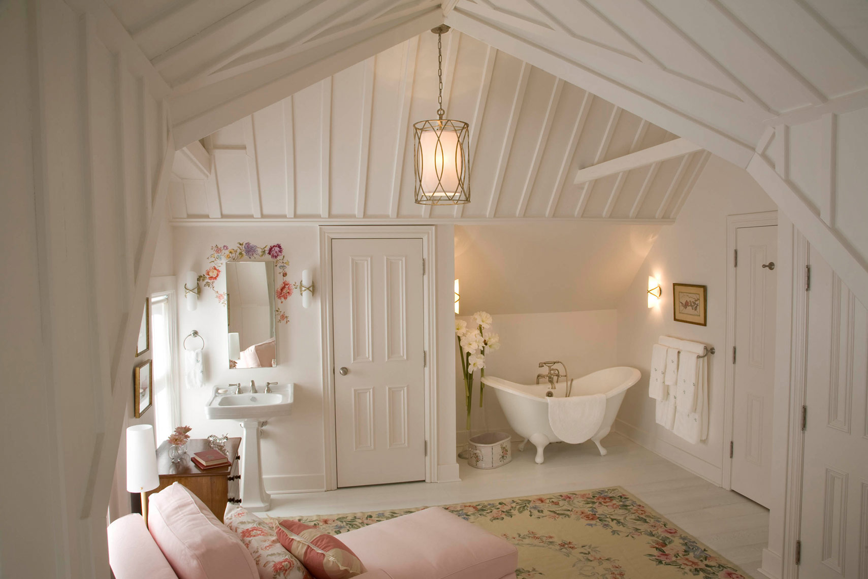 Residential-Interior-StratfordCottage-bed-room-tub